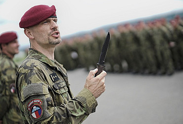 The Chrudim Paratroopers Took over the First Charon Attack Knives