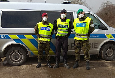 Cooperation of soldiers with police officers: 12 hours in the cold on their feet, saving lives and great experience